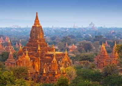 Blue Sky Studio/Shutterstock.com // Tempel in Bagan, Myanmar