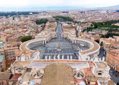 Famous saint peter square in vatican