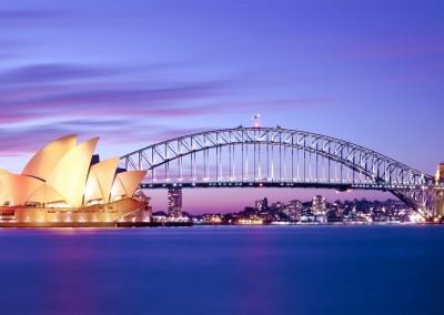 Andy Tam/Shutterstock.com // Der Hafen von Sydney in der Abenddämmerung