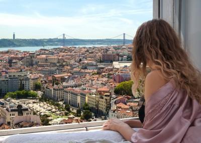 seligaa/Shutterstock.com // Blick auf die Strassen von Lissabon
