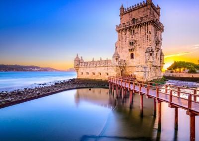 Sean Pavone/Shutterstock.com // Portugal: Torre de Belém - Leuchtturm und Wahrzeichen  vor den Toren Lissabon