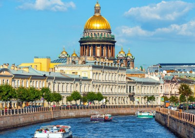 Roman Evgenev/Shutterstock.com // Saint Isaac Cathedral am Moskwa Fluss, St Petersburg, Russiland