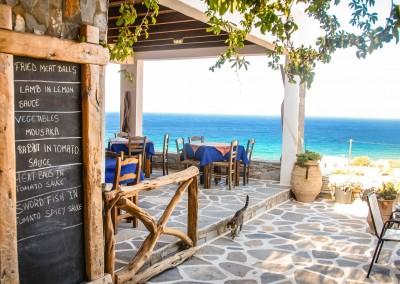 T.Slack/Shutterstock.com //Taverne in Griechenland